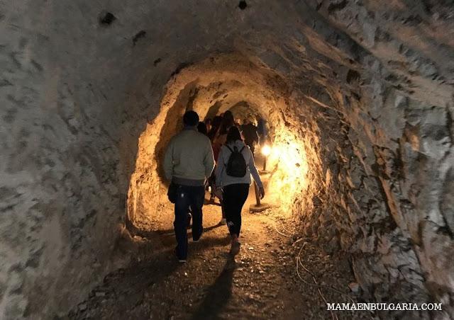 entrada cueva Garganta del Diablo Bulgaria