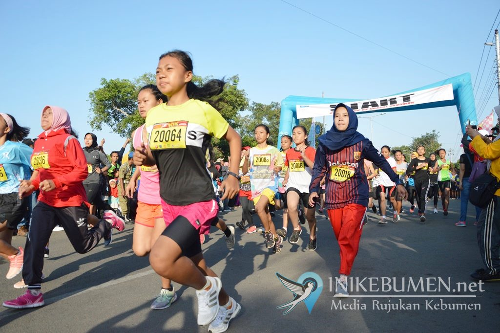 Mantap! Ribuan Atlet Meriahkan Geo Run De Krakal Kebumen 10K