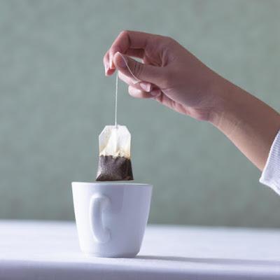 Чому небезпечно пити чай в пакетиках