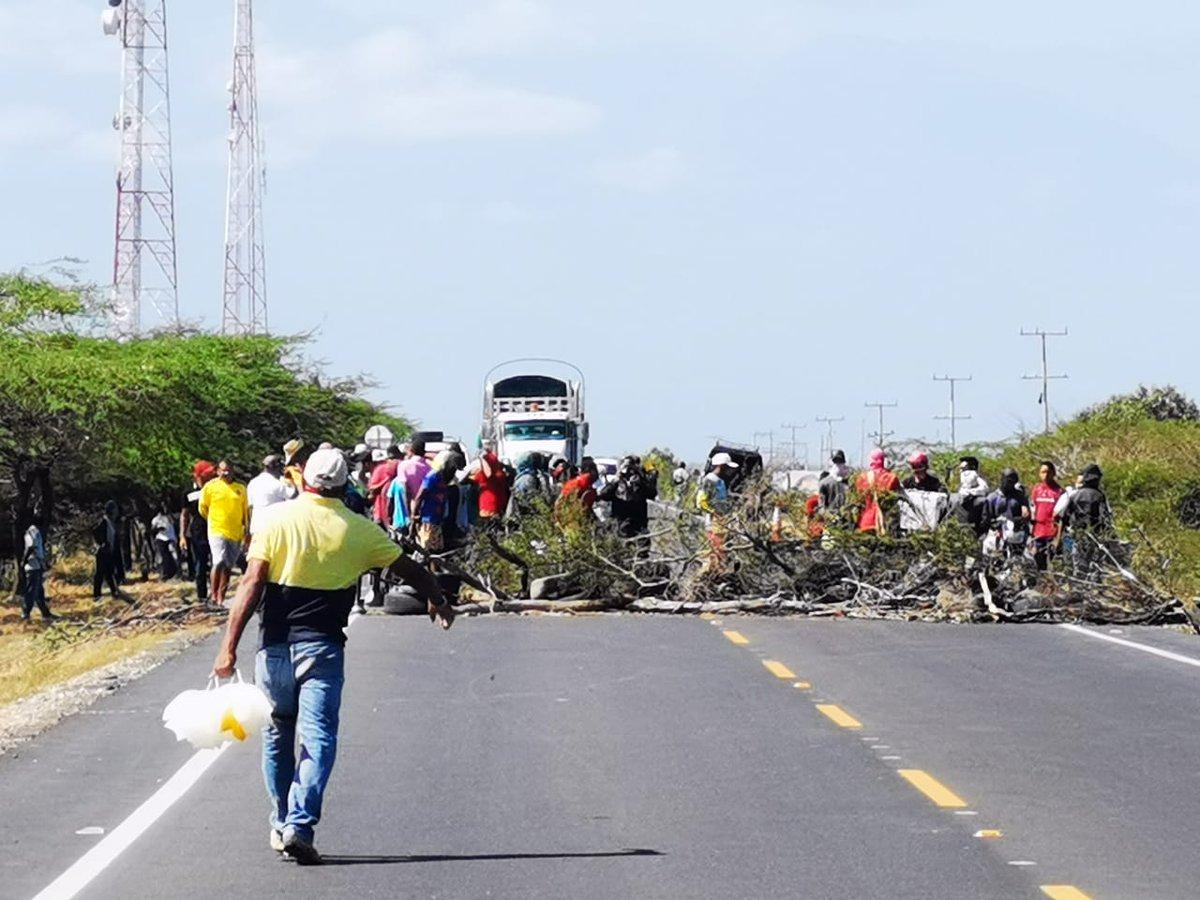 hoyennoticia.com, Camaroneros se tomaron la Troncal del Caribe por falta de agua