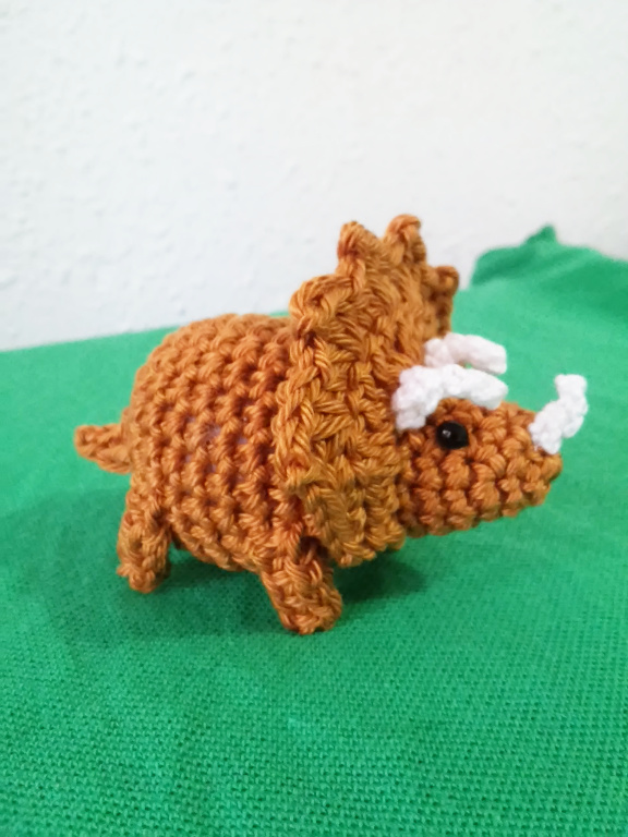 dinosaurio amigurumi tutorial - YouTube | 768x576