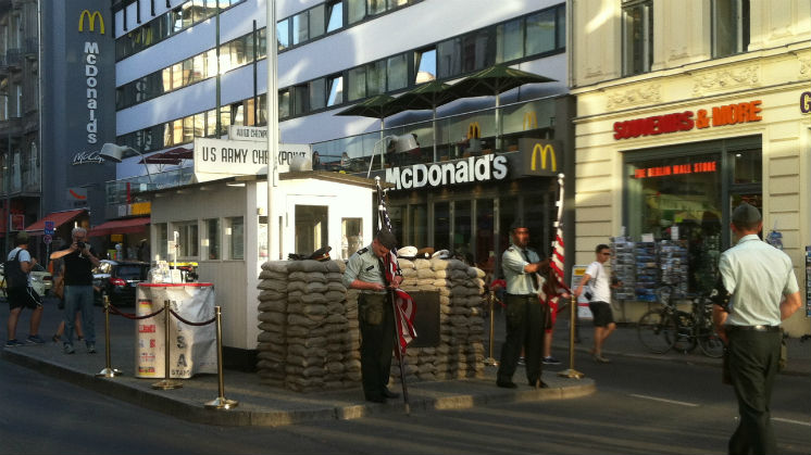 Visita a Checkpoint Charlie, un lugar emblematico