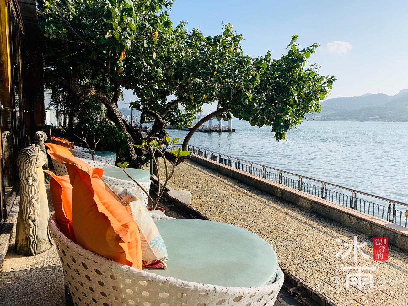 榕堤水灣景觀餐廳特色的峇里島風戶外座椅