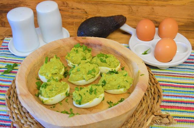 huevos rellenos, huevos rellenos de aguacates, huevos rellenos recetas, aguacates recetas, recetas de huevos rellenos, recetas con aguacates, recetas de aguacates, las delicias de Mayte,