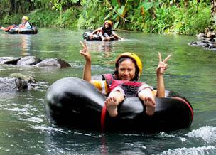 Berpetualang Arum Jeram Susuri RIVER MOON di Sungai Pusur.