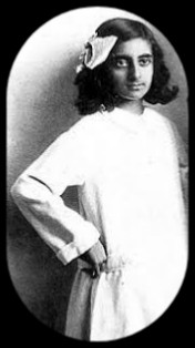 Indira Gandhi little girl photo