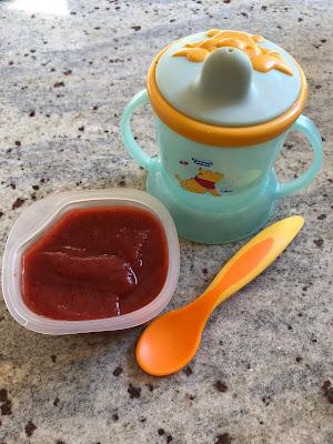 Petit pot de compote fraises, pomme et poivron maison