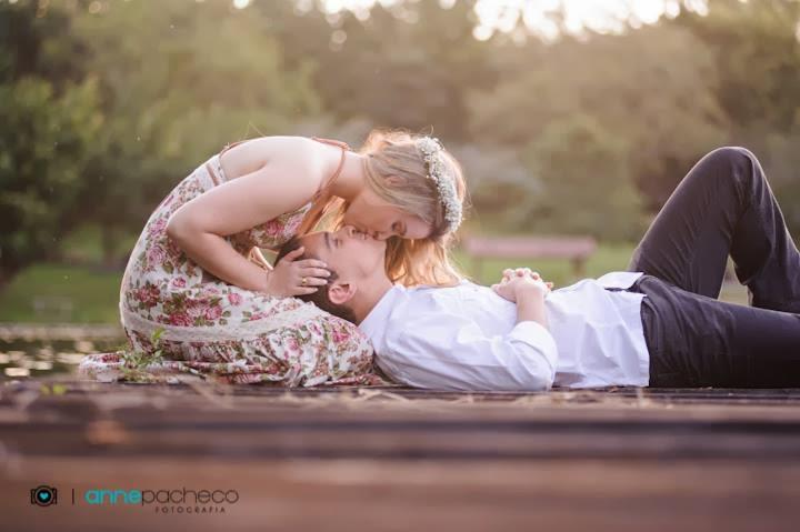 e-session - ensaio de noivos - ensaio - coroa de flores - beijo