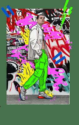 """Fotografía de un hombre frente a una pared llena de grafiti, que promociona el concurso """"TAF 20° Aniversario: Life is Better On Sneakers"""""""