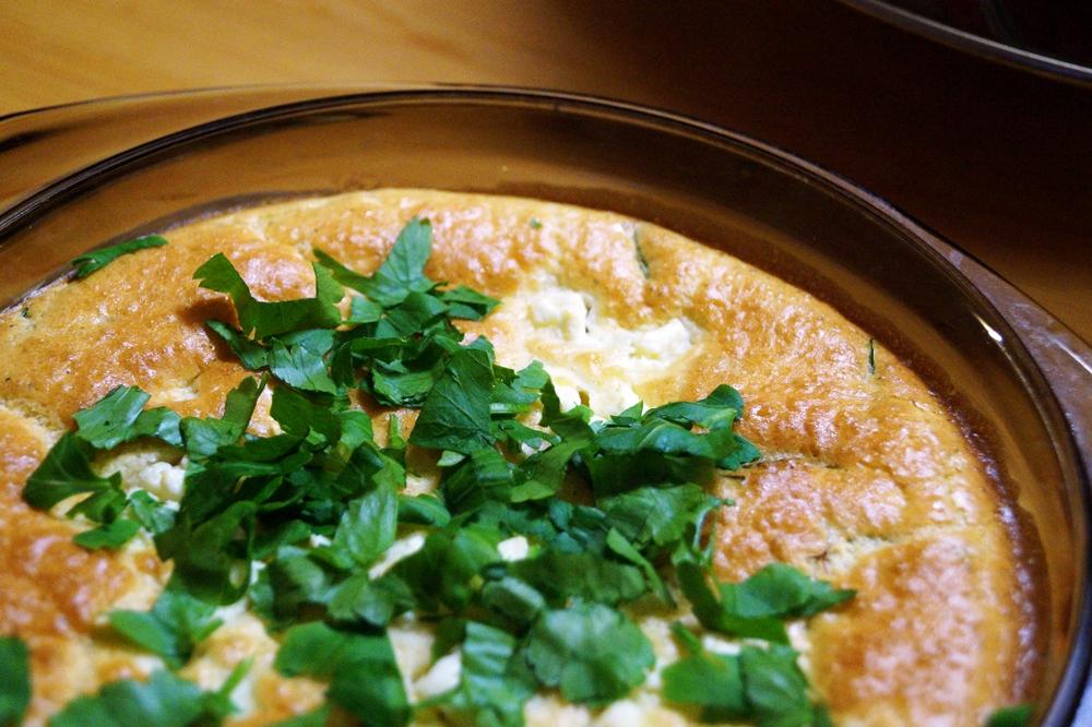 Feta-Pfannkuchen mit getrockneten Tomaten aus dem Ofen