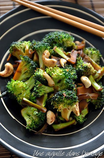 Wok de brocolis au gingembre et noix de cajou cuisine asiatique