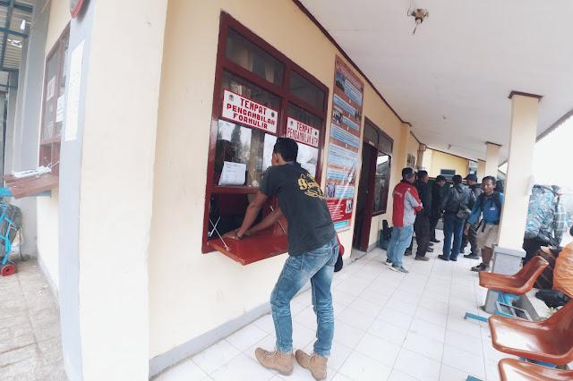Pengambilan Formulir di Kantor TNTBS Resort Ranu Pani