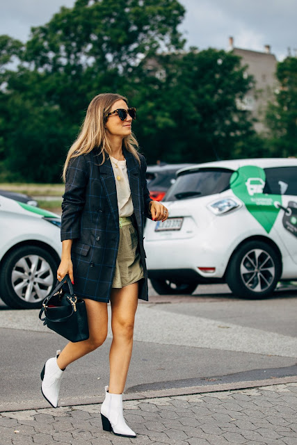 25 White Ankle Boots to Complete Your Fall Outfits