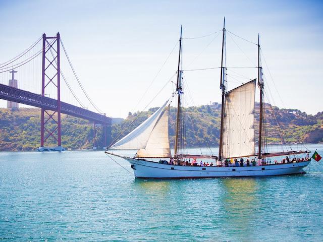 Passeio de barco em Lisboa