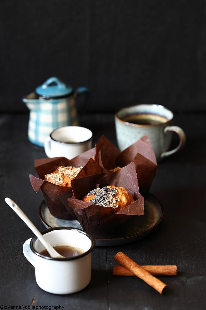 Muffin con mele, nocciole e cioccolato