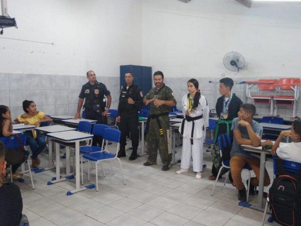 Projeto oferece aulas de Artes Marciais gratuitas para jovens e palestras em escolas de Santa Cruz do Capibaribe