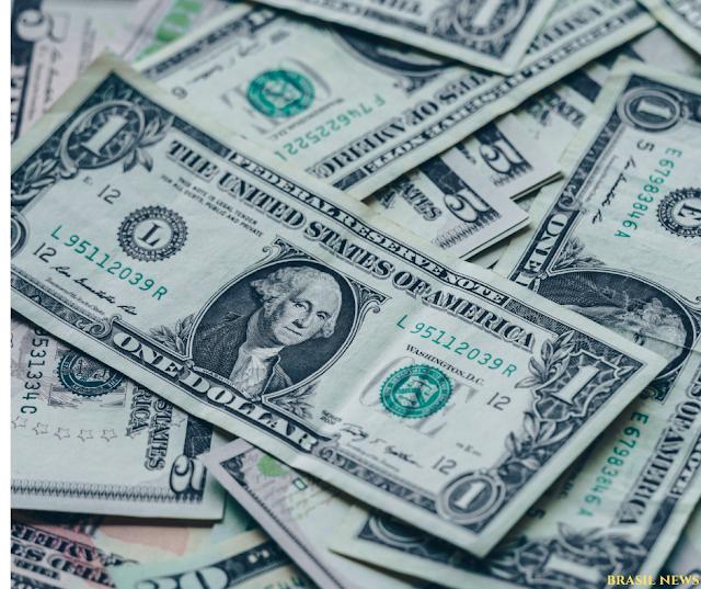 Dólar opera em alta de 0,90% sendo negociado a R$5,75.