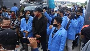 Mahasiswa, Alumni, Dosen dan Karyawan UIN Suska Riau Tuntut Rektor Akhmad Mujahidin Mundur