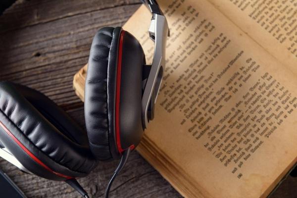 موقع مجاني للاستماع لآلاف الكتب الصوتية الرائعة