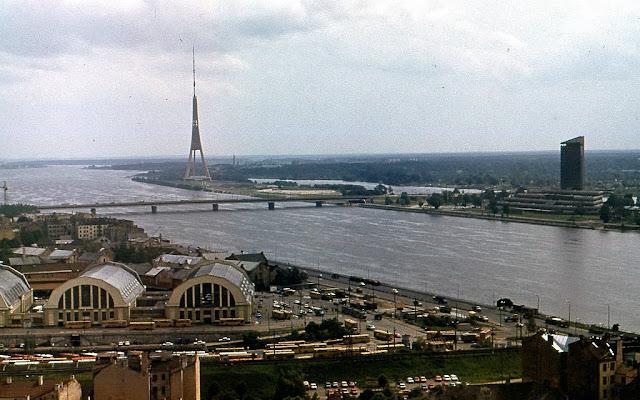 1989 год. Рига. Вид на Даугаву, остров Закюсала и Телебашню со смотровой площадки церкви Святого Петра
