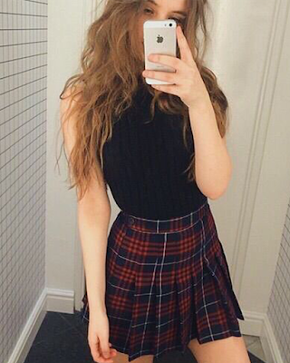 Outfit con falda a cuadros
