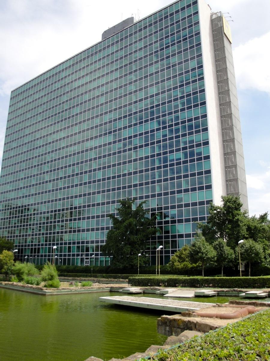 L 39 uomo e il paesaggio palazzo eni roma for Uffici eur roma
