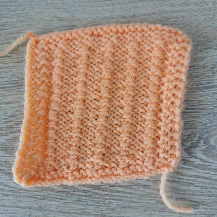 point de graminée au tricot, vue de dos, par Chat Tricote Par Ici, Hello c'est Marine