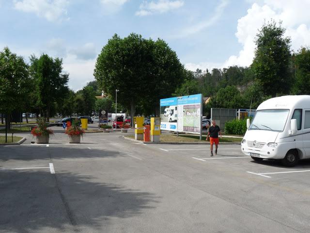 Foto del Área de autocaravanas para dormir en las cuevas de Postojna (Eslovenia). Ruta en autocaravana por Eslovenia. Caravaneros