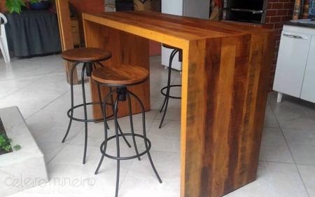 Balcão rústico em madeira de demolição e modelo U
