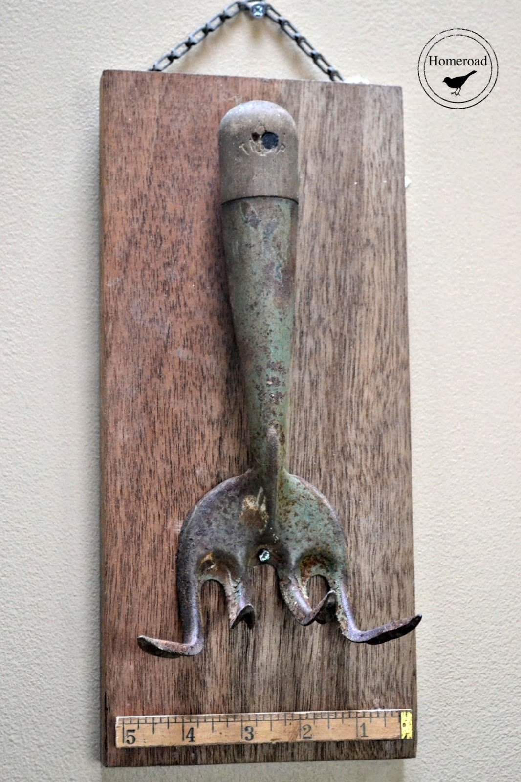 Repurposed-vintage-garden-tools www.homeroad.net