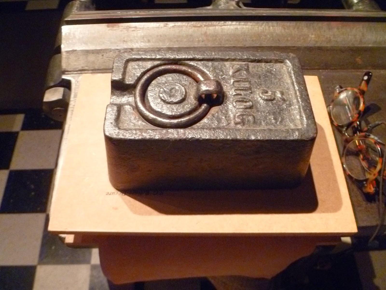 Restauration de livres anciens.: Vérification des mors des cartons #B27219