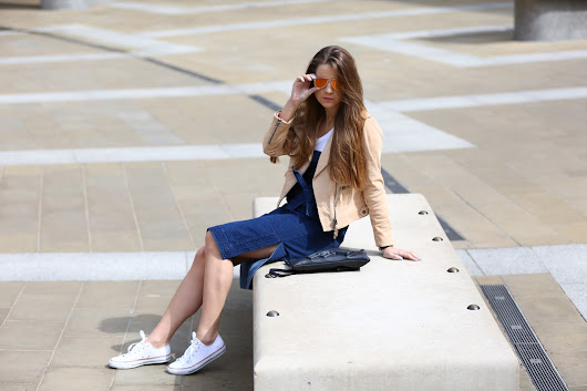 WHEN DENIM MEETS SUEDE NEAR PATERNOSTER SQUARE