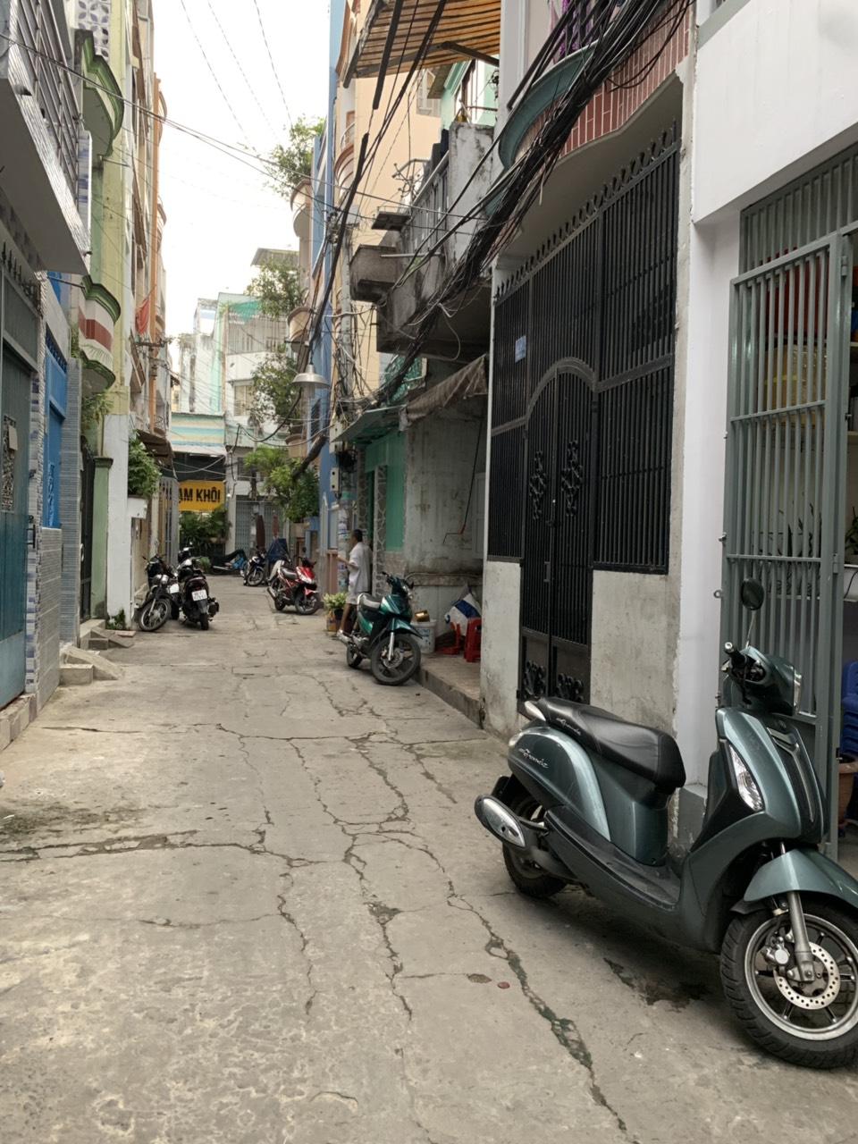 Bán nhà hẻm 366 Trần Hưng Đạo phường 2 Quận 5. DT 3x9m 2 lầu