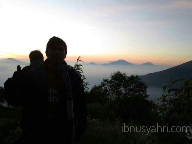 Menikmati Cantiknya Indonesia Ketika Pagi dari Lereng Sindoro