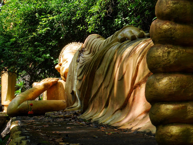 golden reclining Buddha statue at Mount Phousi