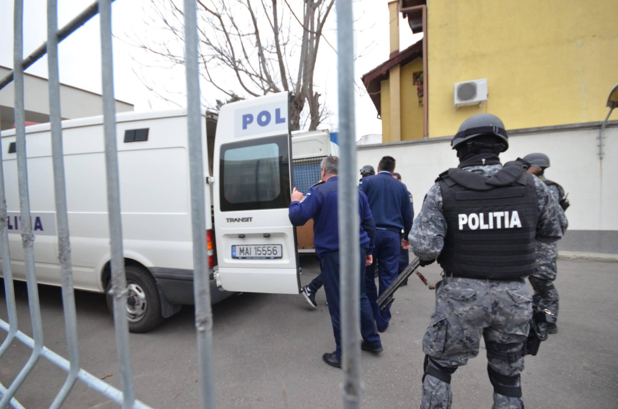 Bărbatul de 43 de ani a fost arestat preventiv pe data de 9 martie, iar la sârşitul lunii iunie a fost plasat în arest la domiciliu.