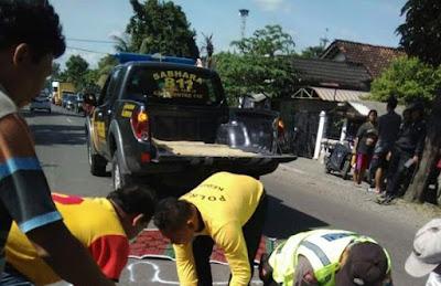 Pemotor Tewas Ditabrak Avansa di Jalan Raya Papar