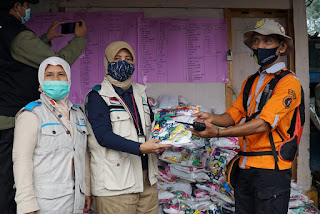 Aksi Solidaritas YBM PLN untuk Korban Banjir Bandang di Bogor