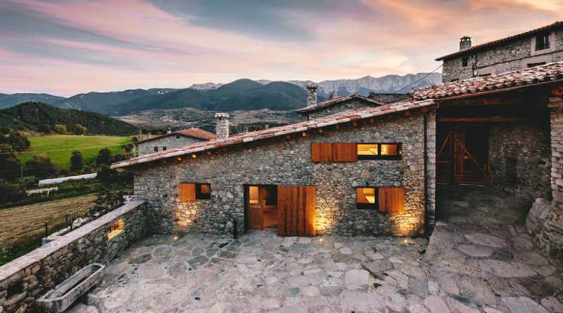 An Old Rustic Style House renovated with a modern touch by Dom
