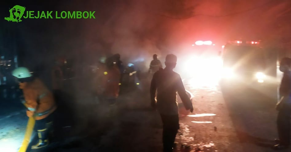 Kebakaran Hanguskan Lapak Penjual Buah dan Kopi di Pasar Selak