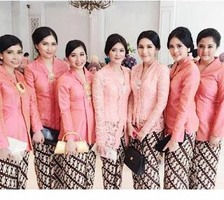 Model Kebaya Kutubaru Pink Rok Batik Parang