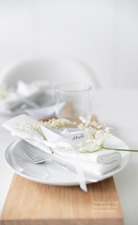Tischdeko DIY - Faltschiffe aus Papier selber falten. Die Druckvorlage mit Aufschrift findest du im MINIMALmagazin