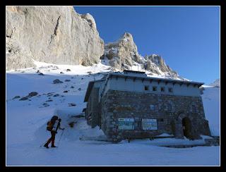 Refugio Vega de Urriellu invernal