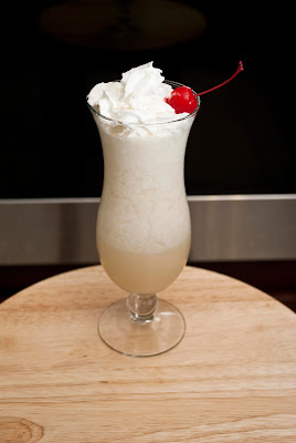 amaretto colada, cocktail, amaretto, light rum, pineapple juice, cream of coconut