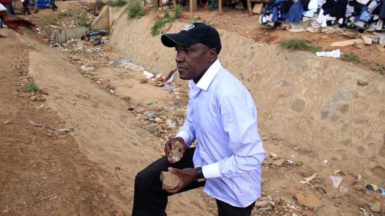 Shame As Boni Khalwale Stumbles for Luhya Unity.