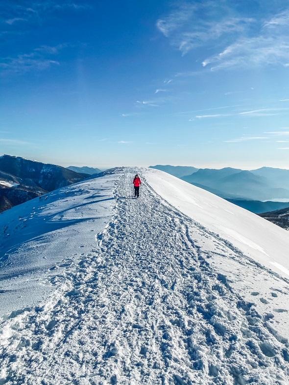 Sulla cresta del monte Corbaro in Val Veddasca