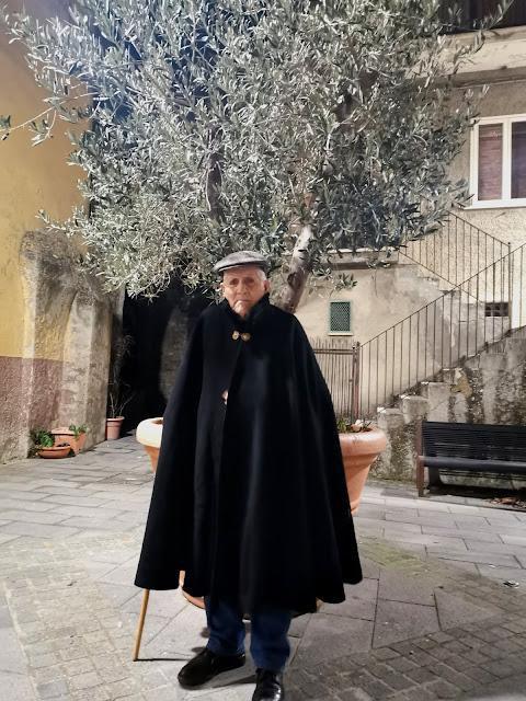 """Fuochi di Sant'Antonio Abate a Trivigno, tradizioni della Basilicata, riti lucani, Sant'Antuono di Italo Calvino """"Fiabe Italiane"""", inizio del carnevale"""