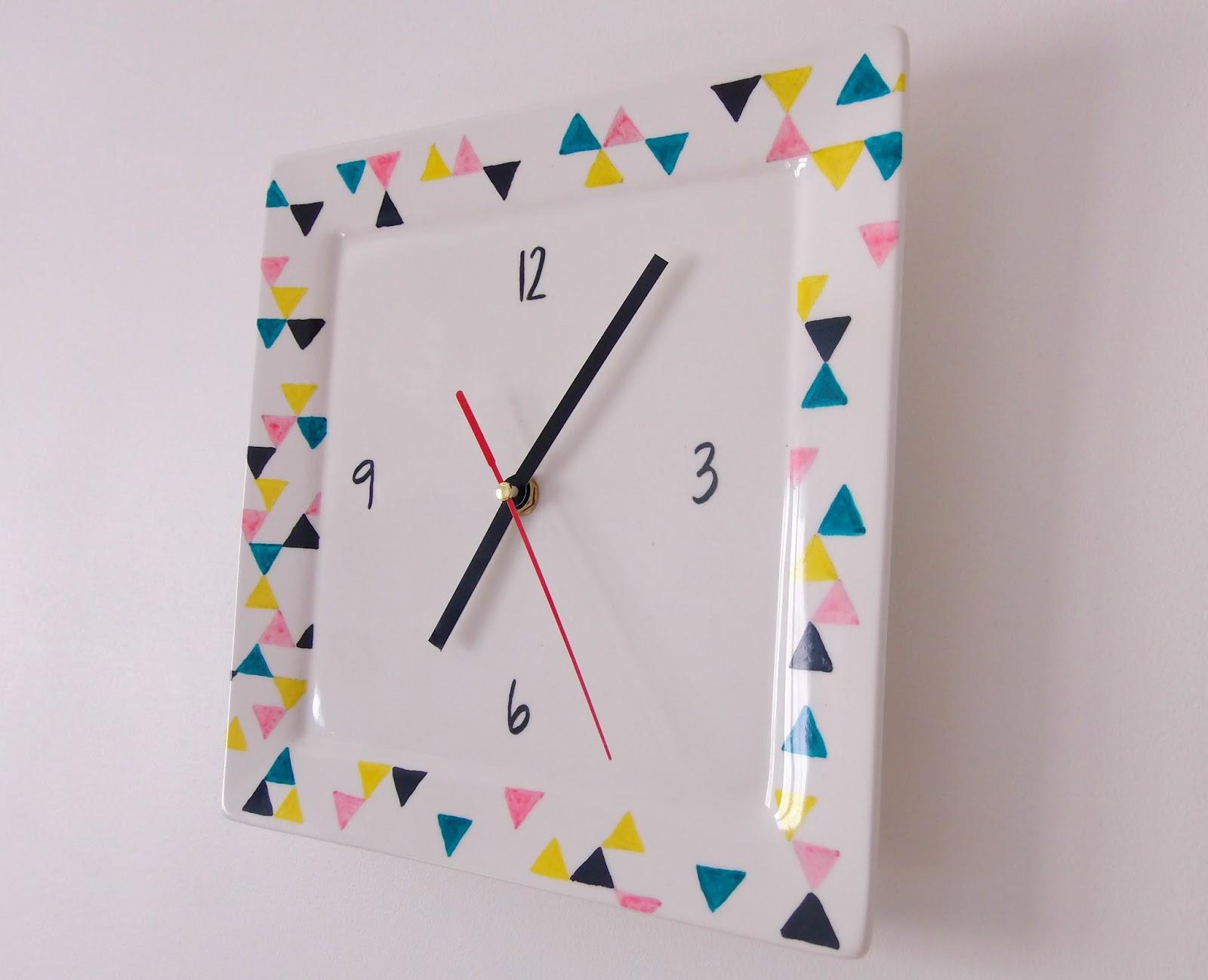 une horloge murale en porcelaine truc tricks. Black Bedroom Furniture Sets. Home Design Ideas