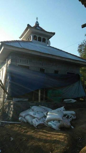 Sejak Desember tahun 2013, PonPes K'homsani Nur telah mengirimkan Ustadz Siswanto, untuk berdakwah pada daerah Tengger Probolinggo.Tepatnya di Dusun Punjul, Desa Gemito, Kecamatan Sumber, Kabupaten Probolinggo.   Ustadz Sis, panggilan akrabnya membawa pesan dari Pengasuh Pondok, untuk menjaga sikap dan selalu ramah pada masyarakat sekitar.  Setiap hari Ustadz Sis, yang merupakan asli kota Blitar ini, bekerja sebagai buruh tani dengan upah 50 ribu per hari. Ini juga merupakan perwujudan pesan dari Pengasuh, untuk hidup mandiri dan tidak merepotkan orang lain.   Tantangan yang dialami oleh ustadz Sis tidaklah mudah, karena pemahaman terhadap Islam masih rendah.Sehingga membutuhkan kesabaran dan keuletan untuk membimbing warga disana.  Seiring dengan waktu, masyarakat bisa menerimanya dengan baik.Terbukti pada 2017, Ustadz Sis menikah dengan gadis desa bernama Rinata.Yang mana mulanya ia beragama hindu, Alhamdulillah semenjak menikah memutuskan mualaf dan mendampingi perjuangan suaminya sampai dengan saat ini.  Pada bulan februari 2018, Ustadz Sis memperoleh sebidang tanah dari Pak Sa dan Kampung Sir, untuk pembangunan masjid. Hal ini mendapat perhatian penuh dari Agung Priyo selaku Kepala Desa, yang mengerahkan warga untuk berpartisipasi dalam pembangunan.   Warga pun sepakat menamai masjid tersebut dengan Nama Masjid Almansuriyah. Dan kini Masyarakat sudah menggunakan Masjid tersebut, untuk Sholat lima waktu dan kegiatan ibadah yang lainnya.  Adapun kegiatan mengaji  bagi anak anak setiap bada maghrib dan pengajian warga rutin setiap malam jumat.   Ayoeb Taufani Zaman. Ponpes Khomsani Nur.