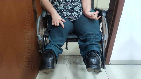 cadeirante presa porta forum audiencia direito